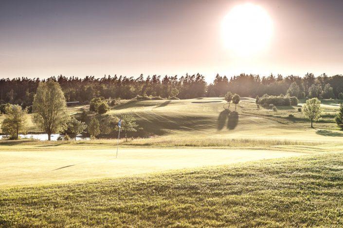 Blick vom 8. Grün zum 9. Fairway auf dem Ostkurs im Golfclub Praforst