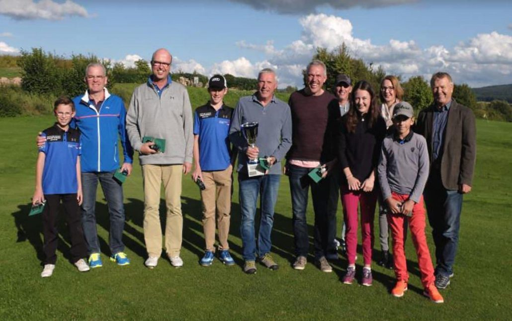 Bild der strahlenden Sieger der Vierer Clubmeisterschaften 2017 im Golfclub Praforst